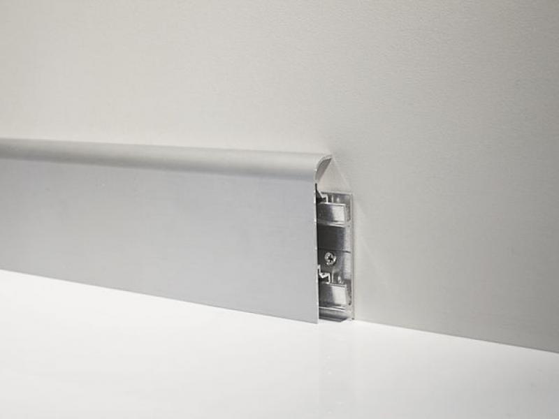 Battiscopa In Alluminio Con Supporto Altezza 70mm