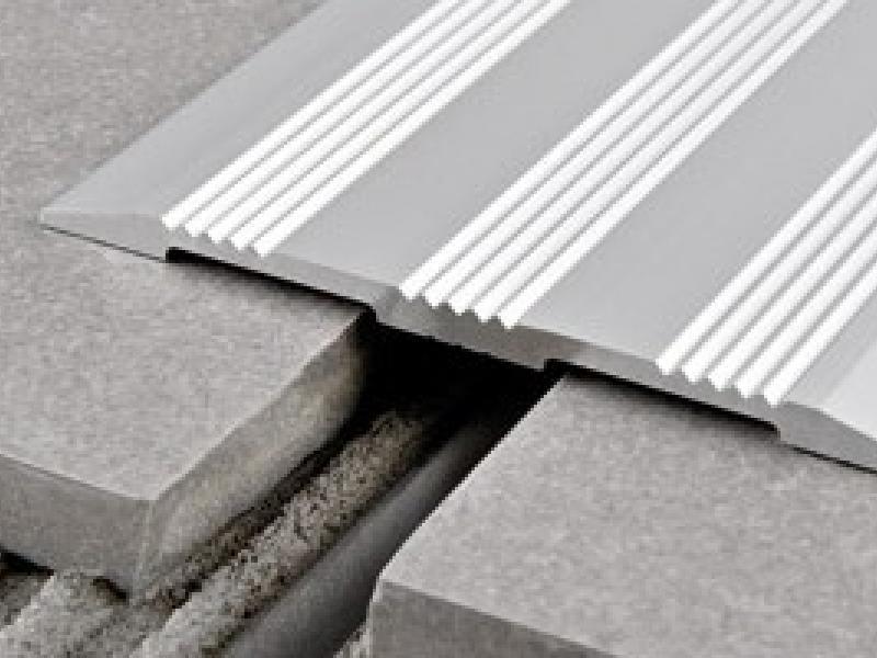 Profilo Coprigiunto Antiscivolo Per Pavimento A Pari Livello